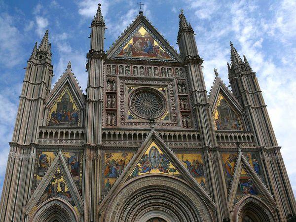 https://mia-italia.com/sites/default/files/800px-Orvieto_Duomo_z01.jpg