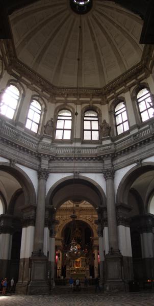 внутри собора Santa Maria della Salute