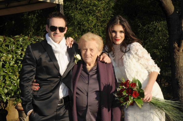 Бабушке 90 лет, всем молодым фору даст!
