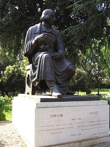 https://mia-italia.com/sites/default/files/Gogol_monument.jpg