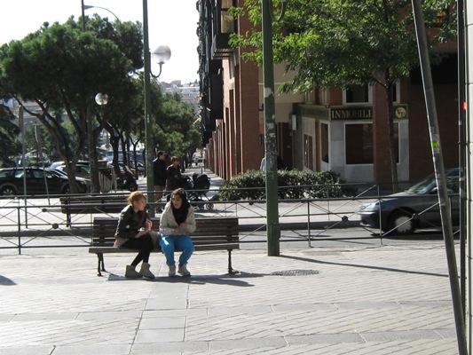 Девушки днем в Мадриде мягко говоря - не комильфо :))