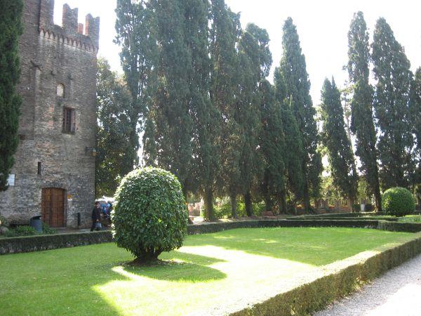 Замок в Конельяно