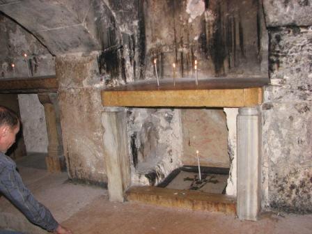 IMG_0796.JPG Древний каземат, где по преданию находились трое осужденных на казнь