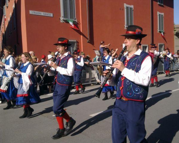 Оркестр в национальных костюмах