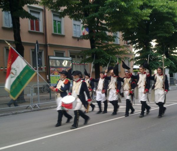 Bravi ragazzi da Reggio nell'Emilia (там, где имеено и зародился итальянский флаг)