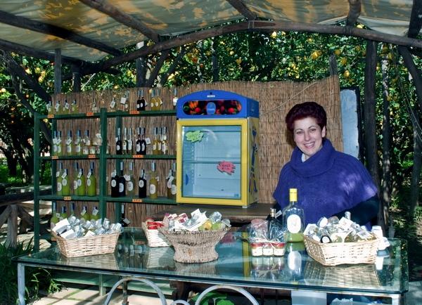 Тут вас угостят лимончелло местного производства:)