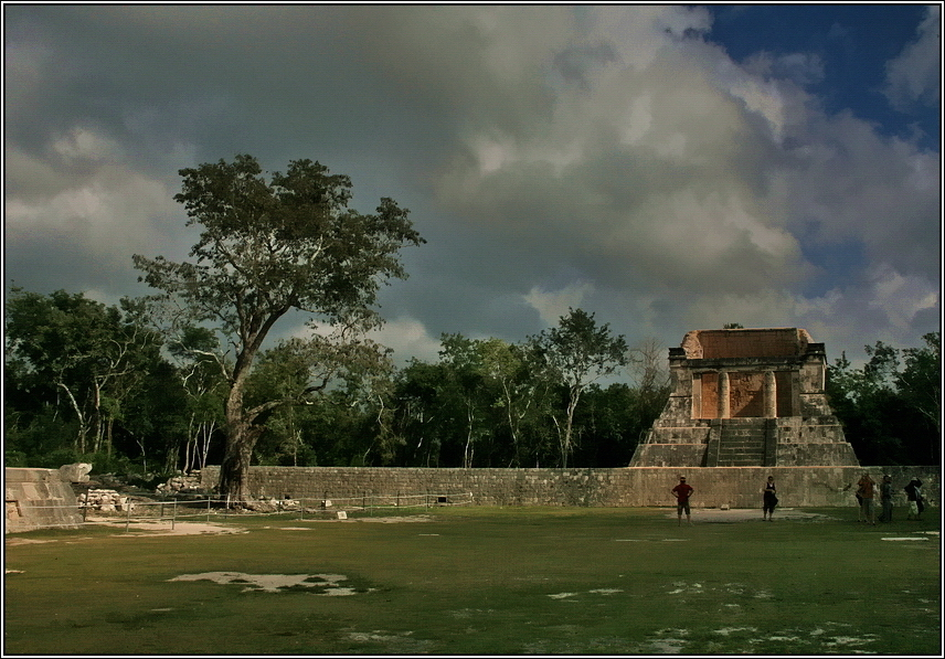 http://mia-italia.com/sites/default/files/allenatore/chichen-itza/Q12qN.jpg