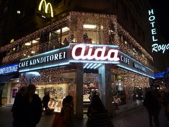 http://mia-italia.com/sites/default/files/cafe-konditorei-aida.jpg