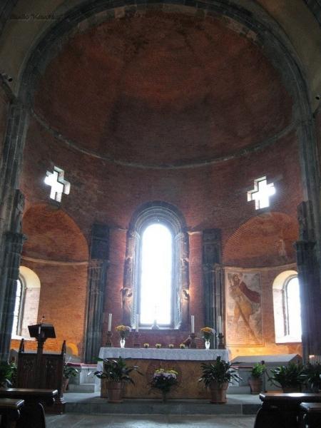https://mia-italia.com/sites/default/files/chiesacentro1.jpg