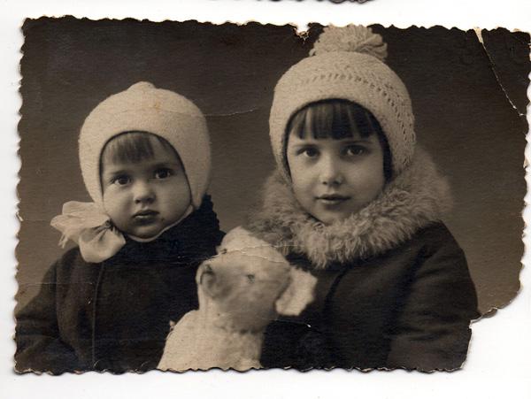 мой дедушка с сестрой, год наверное 30й, Киев