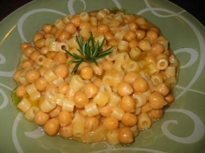 http://mia-italia.com/sites/default/files/normal_Pasta_e_ceci_013.jpg