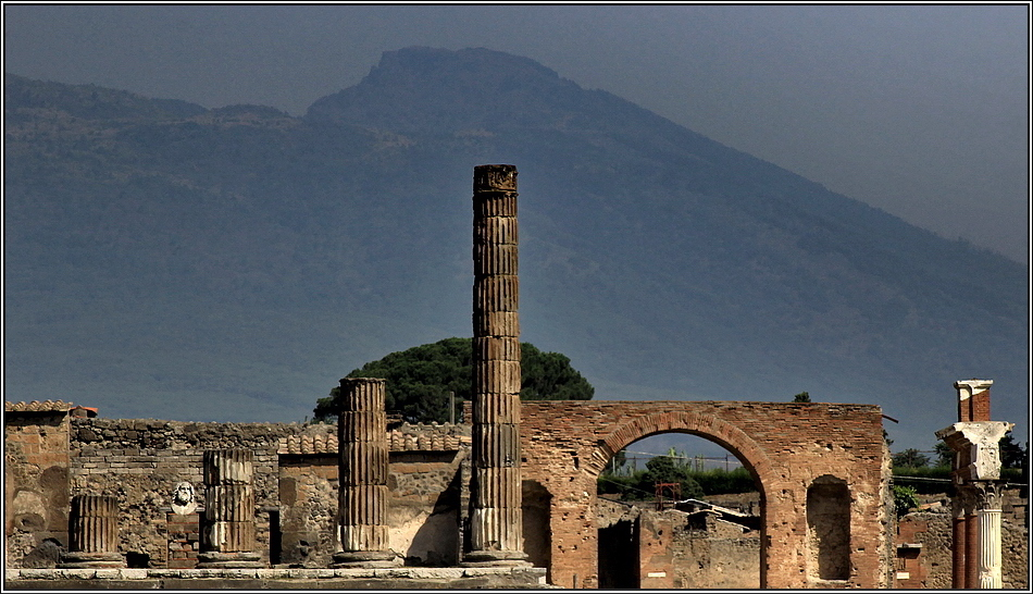 https://mia-italia.com/sites/default/files/pompei/3xdfc.jpg