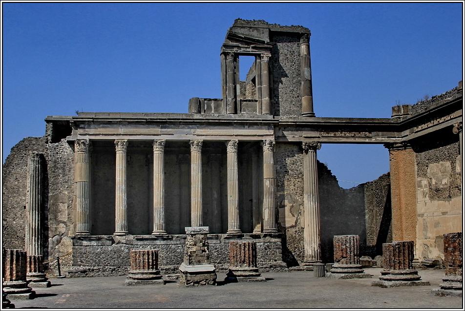 https://mia-italia.com/sites/default/files/pompei/WsaYn.jpg