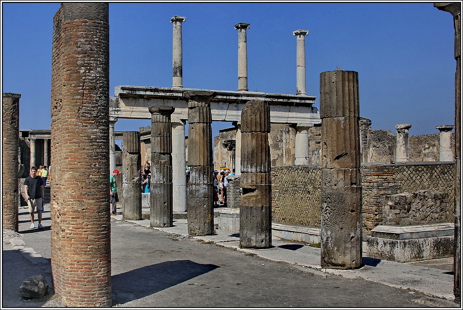 https://mia-italia.com/sites/default/files/pompei/nUbVx.jpg