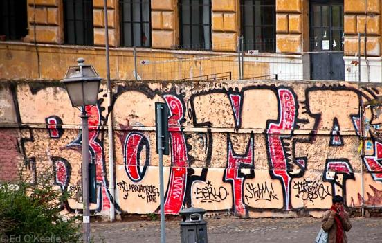 https://mia-italia.com/sites/default/files/roma_graffiti.jpg